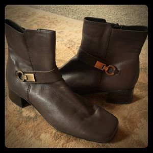 Bandolino Ankle Zip Boots size 8 Grey/brown